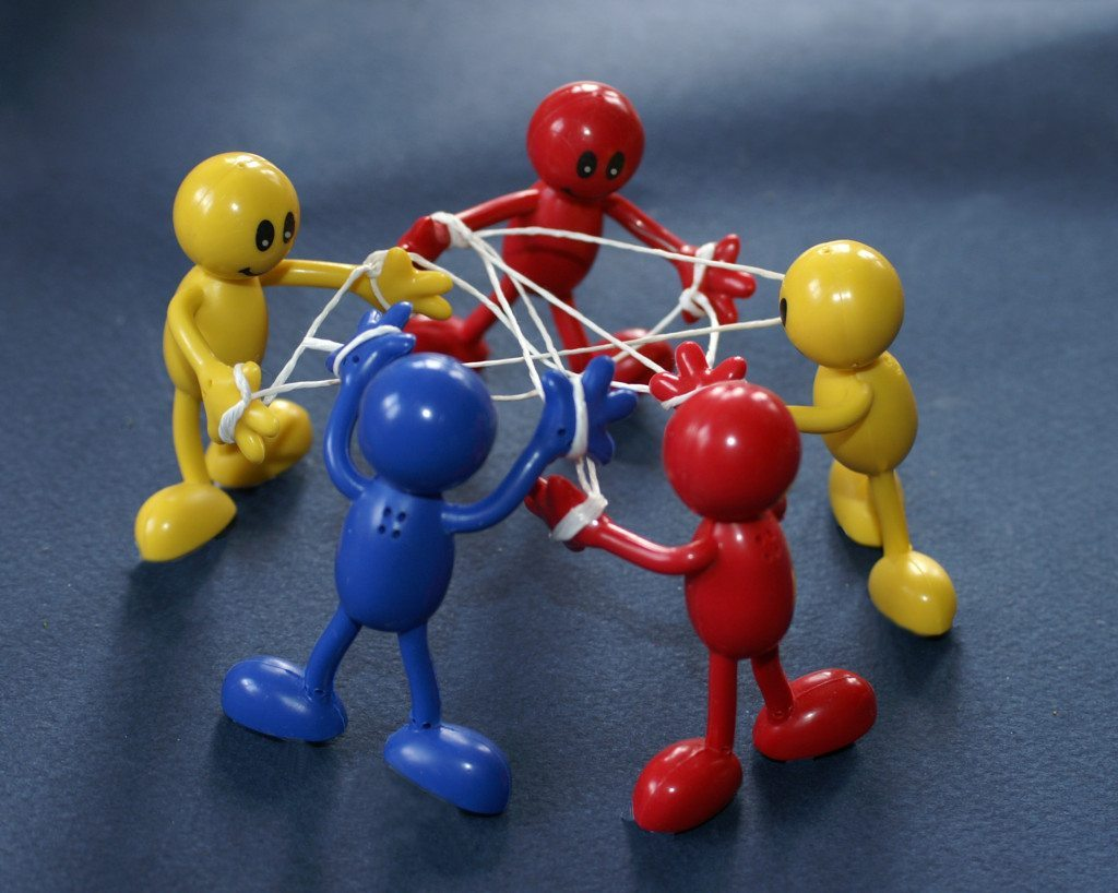 Netzwerke sind eine wichtige Quelle für das Startup-Recruiting. (© Stephanie Hofschlaeger / pixelio.de)
