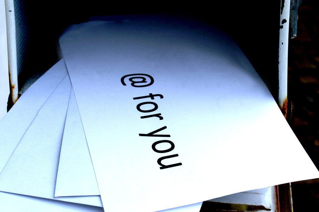 Wer freut sich nicht über Post? Bei E-Mails sieht das oft anders aus. (© Stephanie Hofschlaeger / pixelio.de)