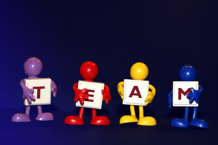 """Vielfalt im Team. (Urheber: Stephanie Hofschlaeger / <a href=""""http://pixelio.de"""" target=""""_blank"""">pixelio.de</a>)"""