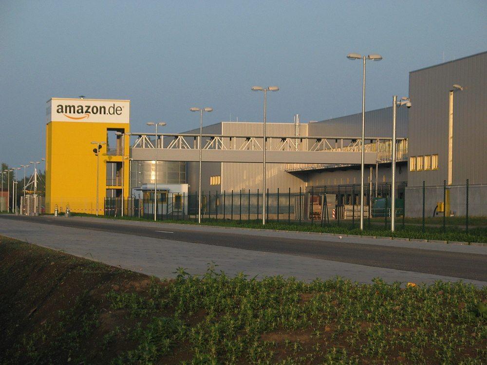 """Das neue Versandszentrum von Amazon.de in Leipzig. (Urheber: Medien-gbr / Wikipedia / Lizenz: <a href=""""https://en.wikipedia.org/wiki/Creative_Commons"""" target=""""_blank"""">CC</a>)"""