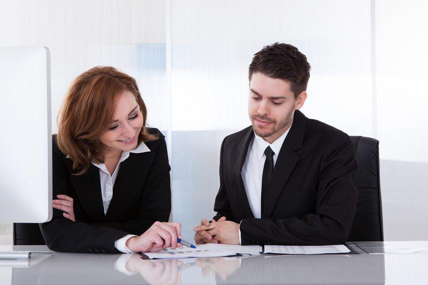Positive Führung, zu der auch Feedbackgespräche gehören, kann Mitarbeiter mehr motivieren als eine Gehaltserhöhung. (Bild: apops - Fotolia.com)