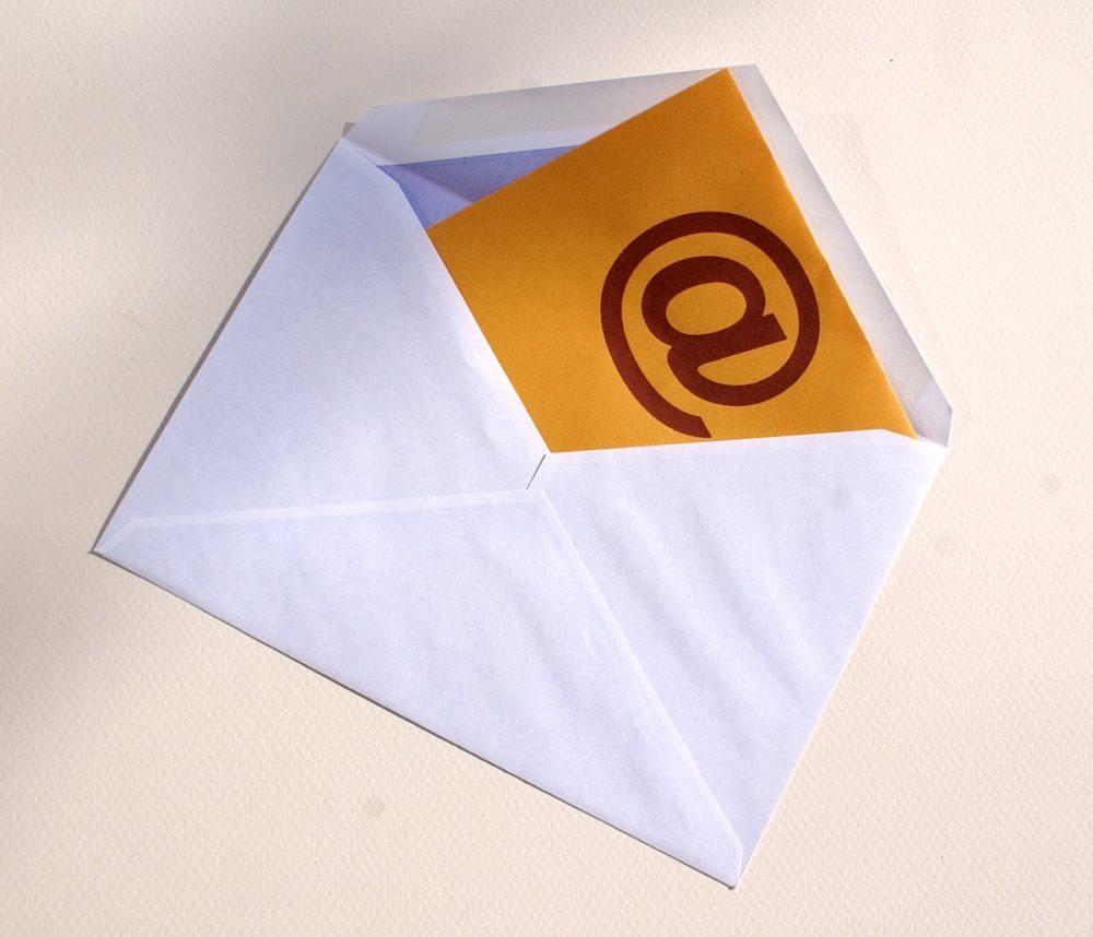 Persönliche Post kommt immer besser an als unpersönliche Massenmails. (Bild: S. Hofschlaeger / pixelio.de)
