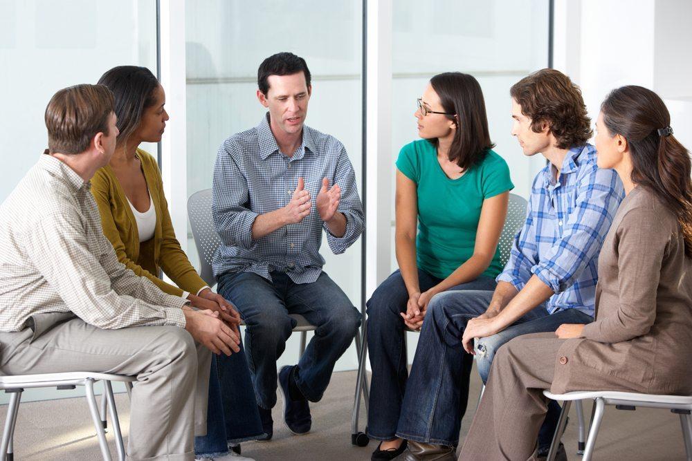 Diskutieren Sie in der Gruppe. (Bild: Monkey Business Images / Shutterstock.com)