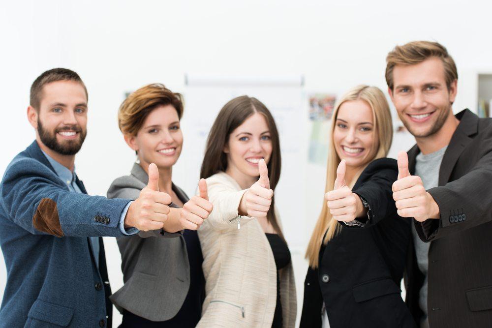 Keiner kann sich seinen Geburtstag aussuchen. Unternehmen haben aber die Möglichkeit, den Geburtstag ihrer Mitarbeiter als Anlass zu einer weiteren Motivation zu nutzen. (Bild: racorn / Shutterstock.com)