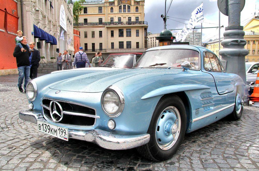 Hier ist eine Oldtimer-Versicherung besonders gefordert: Klassiker Mercedes 300 SL. (Bild. Art Konovalov / shutterstock.com)