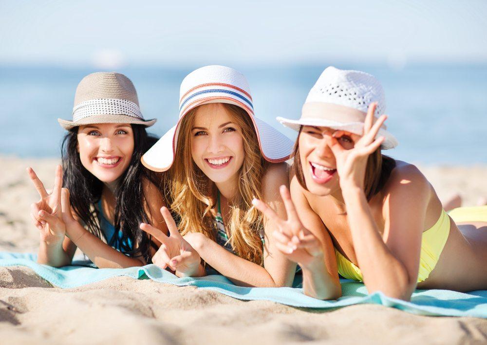 Mit dem Beginn der Sommerzeit startet zudem die Badesaison. Hier sind alle Hersteller und Verkäufer von Bademoden und Diätprodukten gefragt. (Bild: Syda Productions / Shutterstock.com)