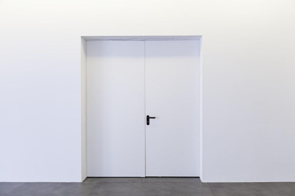 Wenn Sie ein Grossraumbüro betreten, in dem nur die Geschäftsführer und Projektleiter ihre Büros haben, deren Türen auch noch grundsätzlich verschlossen scheinen, dann ist der Fluss zwischen Management und Team gestört. (Bild: Celiafoto - Shutterstock.com)