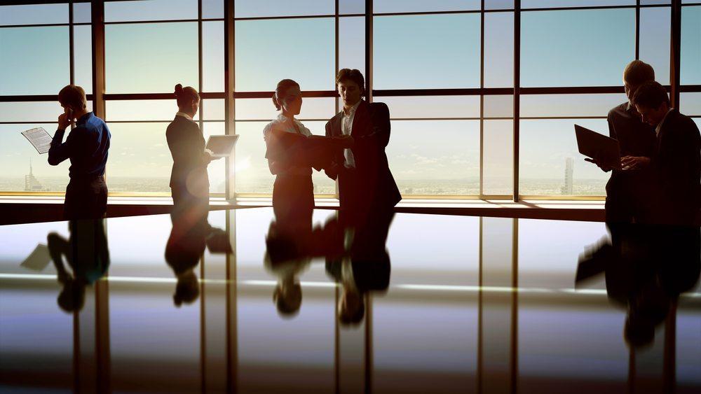 Auch Unternehmen profitieren von Karrieren. (Bild: Yuganov Konstantin / Shutterstock.com)