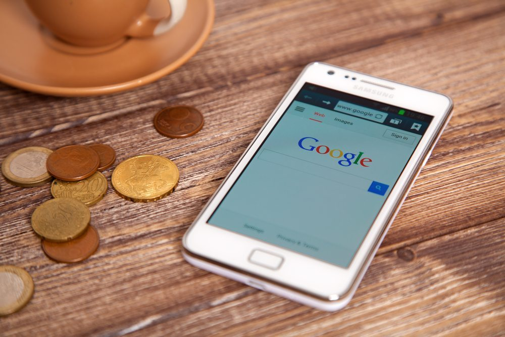 Google My Business lässt sich via Smartphones ansteuern. (Bild: George Dolgikh / Shutterstock.com)