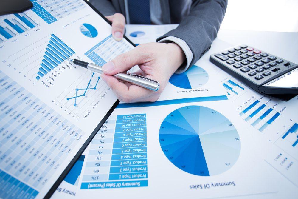 Grundsätzlich sind die äusseren Rahmenbedingungen für einen Geschäftsbericht nicht normiert, wobei die Gestaltungsfreiheit nicht uneingeschränkt ist. (Bild: Jahresbericht / Shutterstock.com)