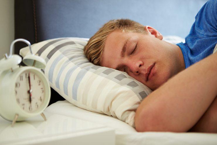 Ein gemütliches Bett gewährt einen wohligen Schlaf. (© Monkey Business Images - shutterstock.com)