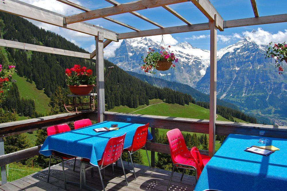 Restaurant in Arosa Dorf. (Bild: Pawel Kazmierczak / Shutterstock.com)