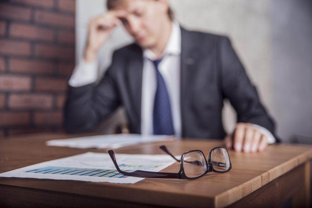 Der Ärger über nicht erbrachte oder nicht erreichte Leistungen kann zu Enttäuschungen führen. (Bild: Denis Simonov / Shutterstock.com)