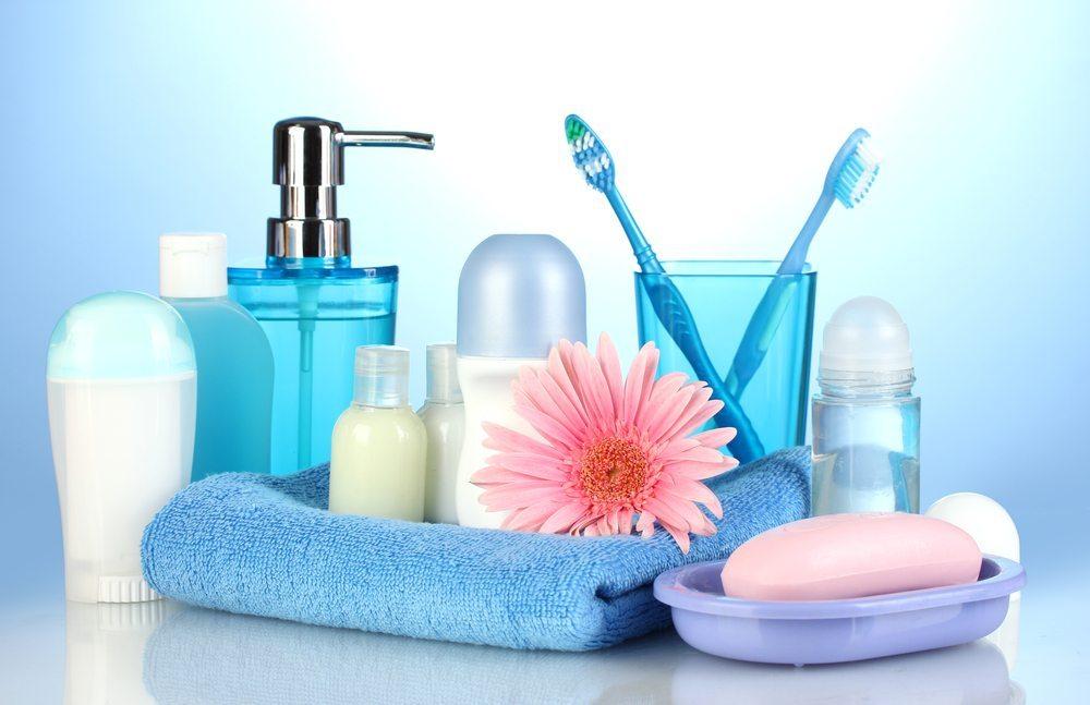 Der individuelle Duft eines Menschen wird von vielen Faktoren beeinflusst, u.a. auch von den verwendeten Pflegeprodukten. (Bild: Africa Studio / Shutterstock.com)