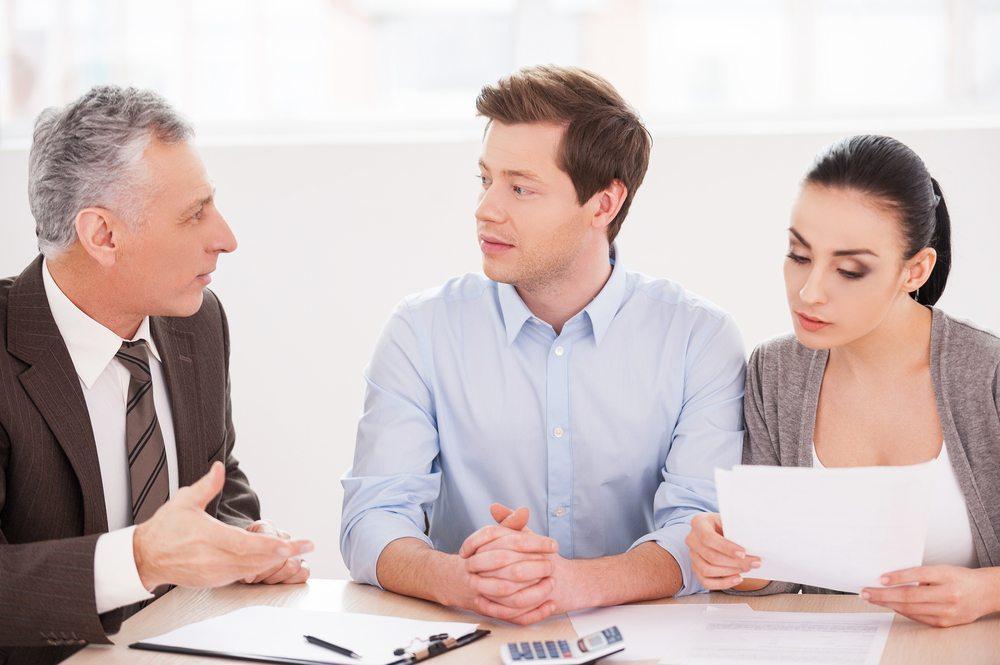 Mitarbeiter immer in alle Entscheidungen und Entwicklungsmassnahmen einzubinden. (Bild: g-stockstudio / Shutterstock.com)