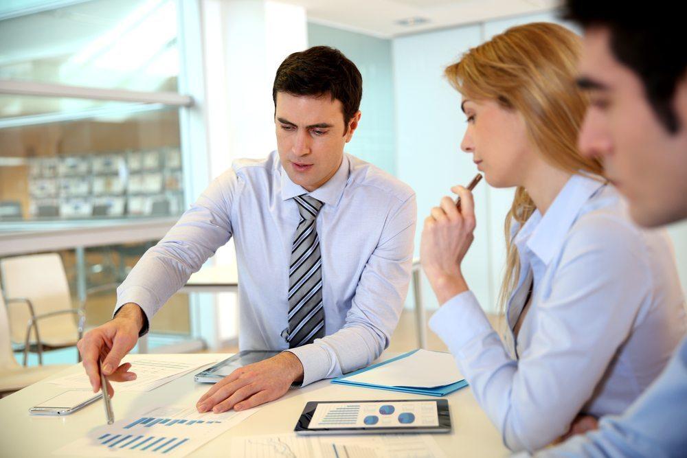 Der Zusammenhalt als psychologischer Effekt ist bei einer Krise nicht zu unterschätzen. (Bild: Goodluz / Shutterstock.com)