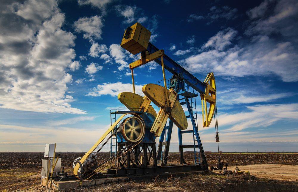 Fracking – ökonomisch lukrativ und extrem umweltschädlich. (Bild: Calin Tatu / Shutterstock.com)