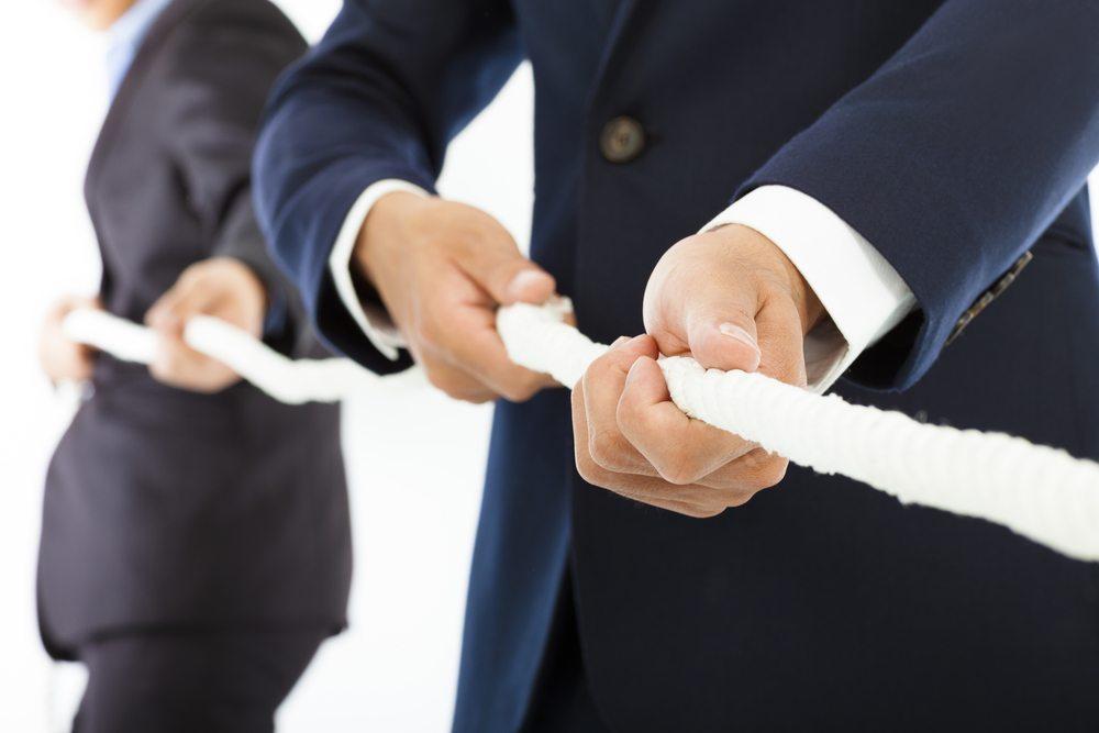 In den Wirtschaftswissenschaften spielt der Machtbegriff keine Rolle. In Unternehmen ist funktionale Macht jedoch Produktivitätsressource. (Bild: Tom Wang / Shutterstock.com)