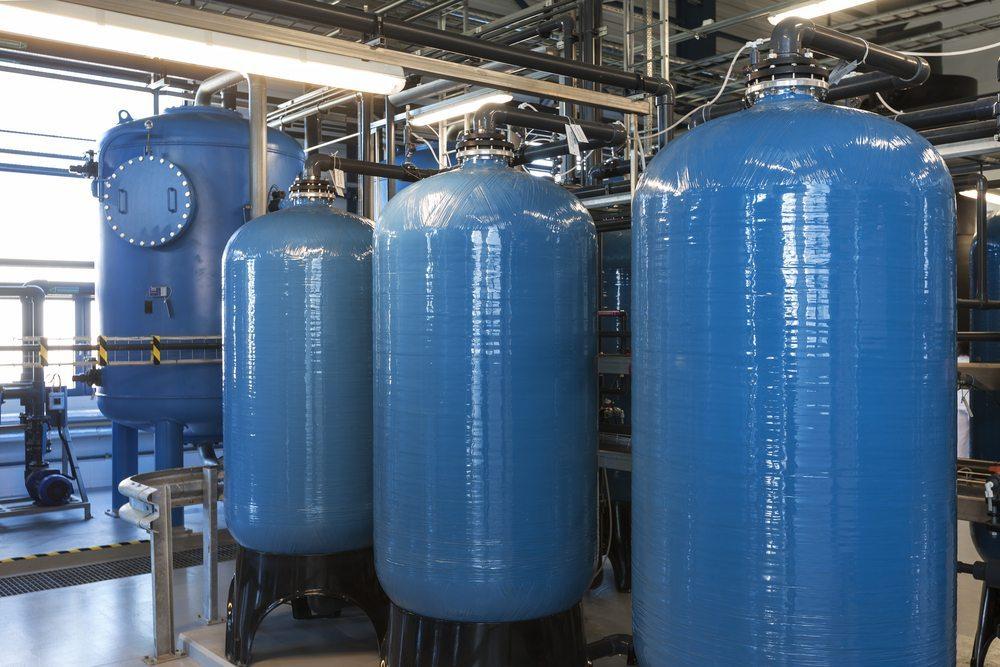 Taschenfilter und weitere Wasseraufbereitungsmöglichkeiten. (Bild: imantsu / Shutterstock.com)