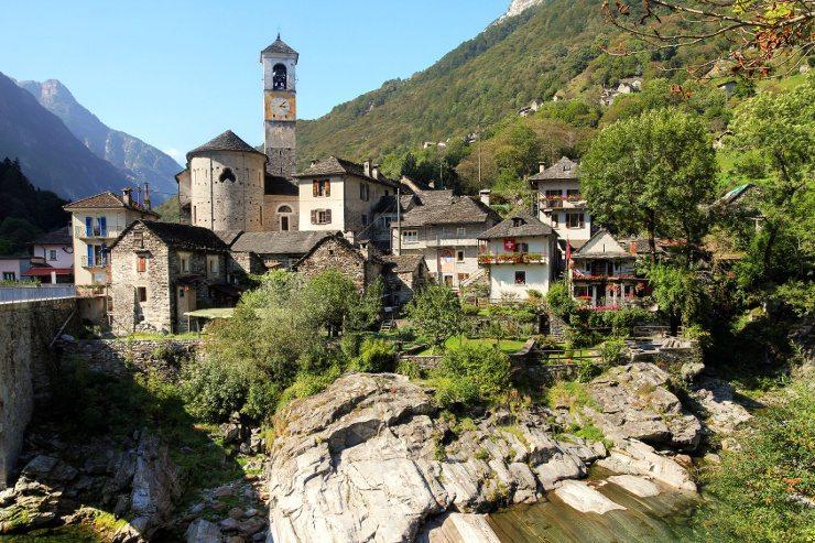 Eine Ferienwohnung Tessin ist die Basis für unvergessliche Ferien. (Bild: © Mihai Bogdan Lazar - Fotolia.com)