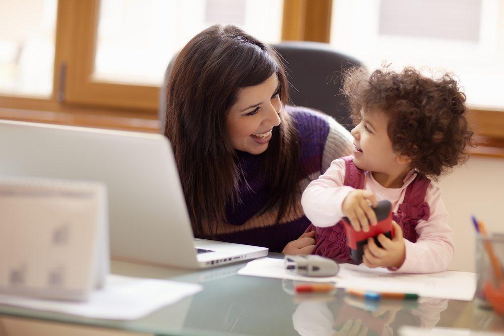 Bei der Weiterbildung sollte auch genügend Zeit eingeplant werden, die man der Familie widmen kann. (Bild: Diego Cervo / Shutterstock.com)