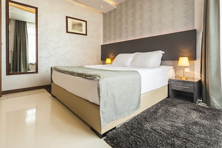 Mit dem passenden Bett wird Ihr Schlafzimmer zu Ihrer persönlichen Wohlfühl-Oase. (Bild: © Eviled - shutterstock.com)