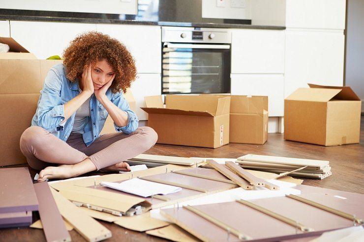 Lassen Sie bei kleinen Problemen beim Zügle nicht gleich den Kopf hängen. (Bild: © Monkey Business Images - shutterstock.com)