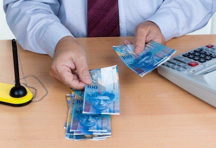 Das Zügle ist ja auch eine Frage des Geldes. (Bild: © Lisa S. - shutterstock.com)