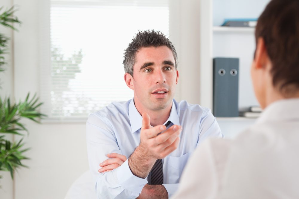 In einem Gespräch die Kontrolle zu behalten erfordert Schlagfertigkeit. (Bild: Wavebreakmedia / Shutterstock.com)