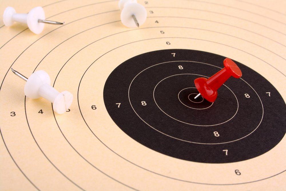 Die Arbeit mit Zielvereinbarungen ist ein wesentliches Element für das Funktionieren von mitarbeiterorientierten Unternehmenskonzepten. (Bild: diamant24 / Shutterstock.com)