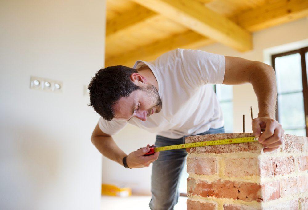 Die vorzeitige Planung von Renovationsarbeiten hilft, Steuern zu sparen. (Bild: © Halfpoint - shutterstock.com)