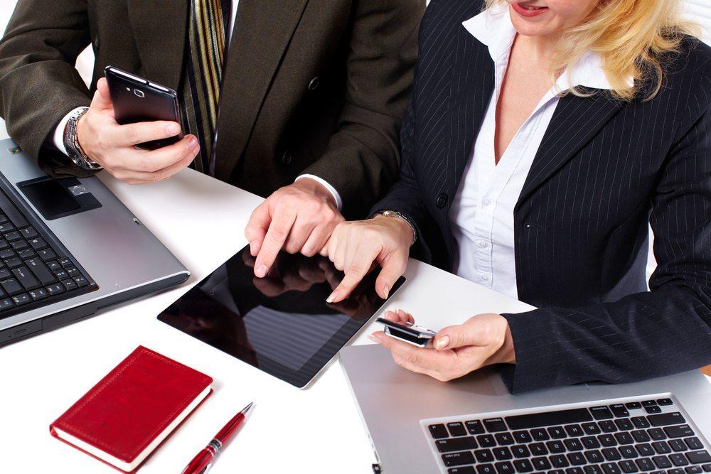 Der Einsatz von Mobile Apps in Unternehmen wirkt sich durch die Prozessoptimierung zeitsparend und kostenmindernd aus. (Bild: Kurhan / Shutterstock.com)