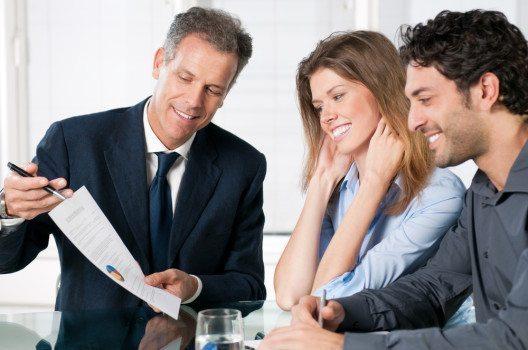 Wenn Sie ihren Erfolg mit Ihren Mitarbeitern teilen, verbessert es die Beziehungsebene untereinander und die Teamfähigkeit wird dadurch gestärkt.