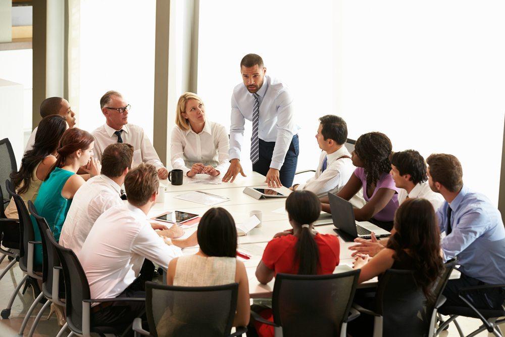 Die neue Geschäftsleitung sollte sich von Anfang an nahbar zeigen. (Bild: © Monkey Business Images - shutterstock.com)