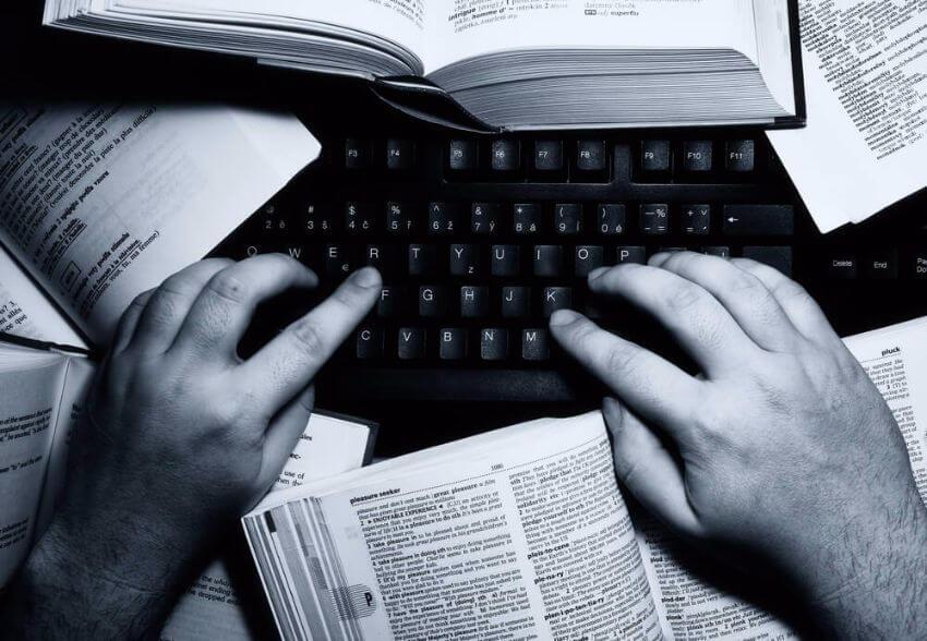 Es lohnt sich sehr, Zeit und Kreativität in eine Überschrift zu investieren. (Bild: © JMicic - shutterstock.com)