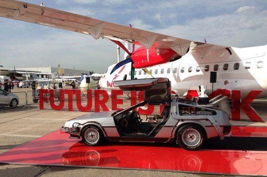 """Modell des im Film """"Zurück in die Zukunft"""" verwendeten DeLoreans DMC-12. (Bild: DearEdward, Wikimedia, CC)"""