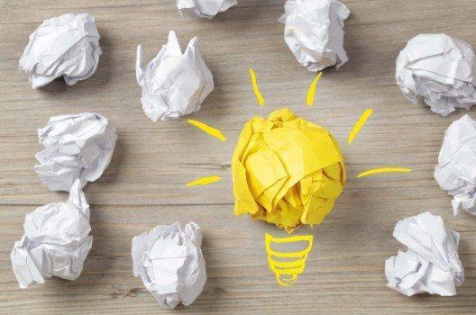 Kontruktive Ideen sollten belohnt werden. Beleuchten Sie diese Ideen indem Sie dem Mitarbeiter wissen lassen, dass er ein Gewinn für das Team ist.