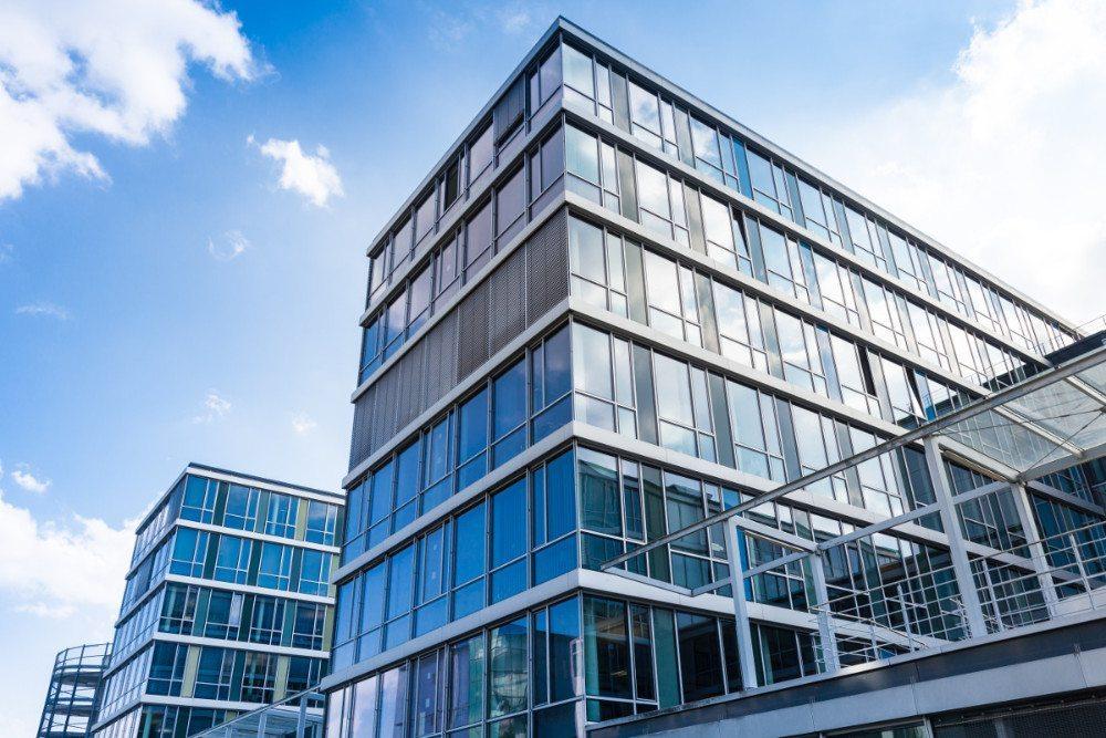 Die Nachfrage nach Büroflächen wird auch im Jahr 2015 gemäss Credit Suisse schwach bleiben. (Bild: © Tiberius Gracchus - Fotolia.com)