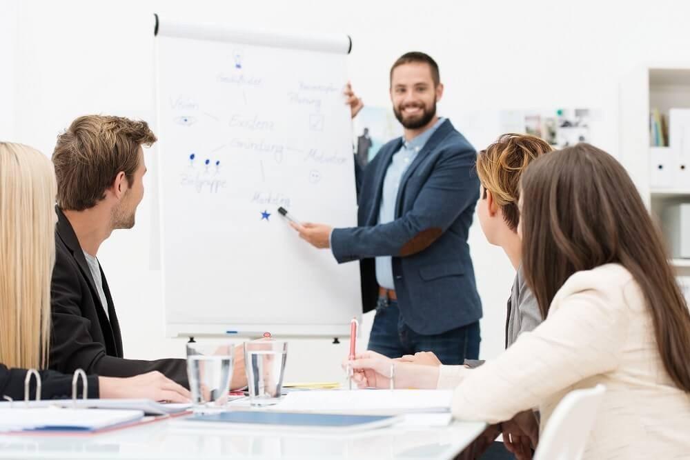 Die Ausbildung qualifizierter Mitarbeiter ist eine anspruchsvolle Angelegenheit. (Bild: © contrastwerkstatt - fotolia.com)