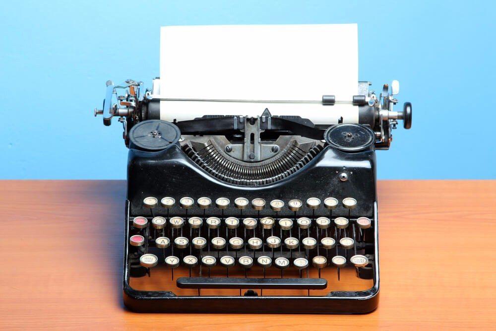 Bei der Korrespondenz mit Geschäftspartnern kommt es nicht alleine auf den Inhalt, sondern auch auf die korrekte Form an. (Bild: © Senohrabek - shutterstock.com)