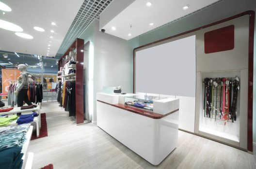 Am Verkaufstresen treffen Kunde und Verkäufer direkt aufeinander. (Bild: fiphoto / Shutterstock.com)