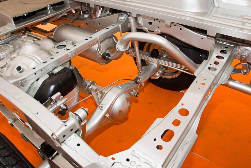Bau und Montage von Fahrgestellen gehört zu den Aufgaben von Fahrzeugschlossern. (Bild: © CHAINFOTO24 - shutterstock.com)