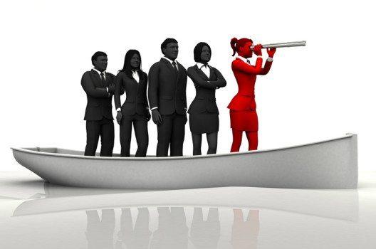 Viele charismatische Führungskräfte überzeugen ihre Mitarbeiter durch eigene Leistungen. (Bild: emerge – shutterstock.com)