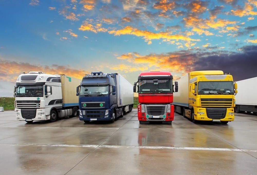 Lastwagenmechaniker - Spezialisten für grosse Fahrzeuge. (Bild: © TTstudio - shutterstock.com)