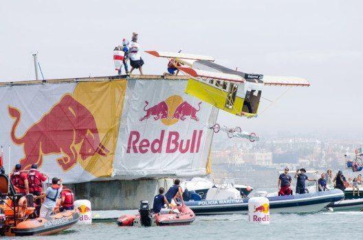 Marketing ist bei Red Bull wichtiger als das eigentliche Produkt. (Bild: homydesign – shutterstock.com)
