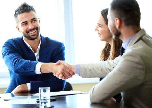 Auch ein Reklamationsgespräch bietet die Chance für einen Abschluss. (Bild: © OPOLJA - shutterstock.com)