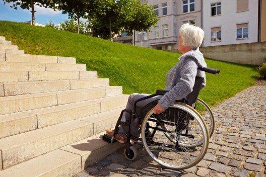 Altersdiskriminierung in der Schweiz sei nach wie vor legal und weit verbreitet. (Bild: © Robert Kneschke – shutterstock.com)