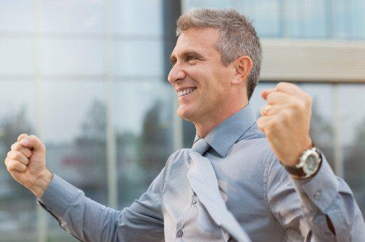 Wer sich und andere Menschen begeistern kann, der besitzt die wichtige Gabe der Begeisterungsfähigkeit. (Bild: Rido – shutterstock.com)