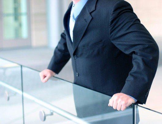 Dunkler Anzug (Bild: © BelleMedia - shutterstock.com)