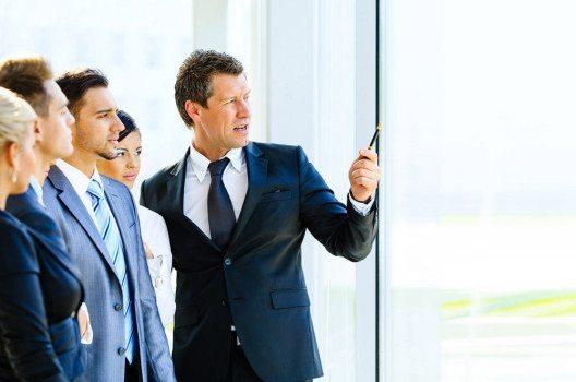 Eine Führungskraft trägt Verantwortung für ihr Handeln und das ihrer Mitarbeiter. (Bild: EDHAR – shutterstock.com)